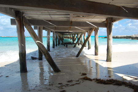 Under the pier beaches nature background wallpapers on for Sfondilandia mare
