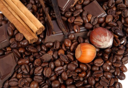 Chocolate and something more - dark, cinnamon, hazelnuts, chocolate, coffee beans