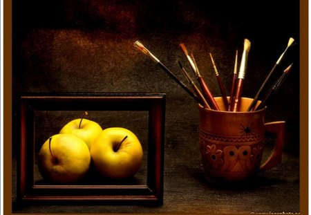 APPLES AND BRUSHES - cadre, marron, jaune, pommes