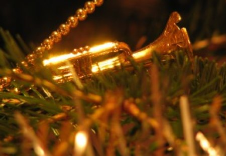 Christmas Trumpet - Photography & Abstract Background Wallpapers ...