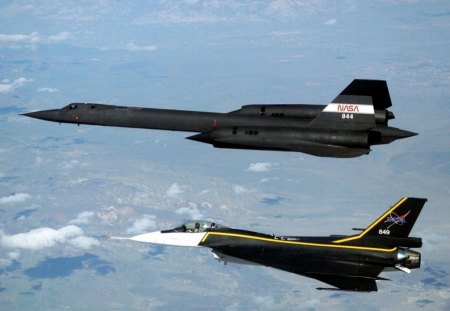 F-16XL and SR-71 in Formation Flight - plane, sr71, formation, f16