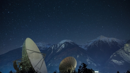 satellite dishes under a beautiful starry night - mountains, nigt, stars, dishes, satallite