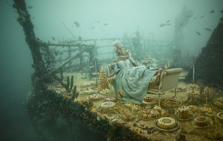 Marie Antoinette on Titanic - fantasy, wallpaper, titanic, woman, photography, girl, underwater, marie antoinette, art, beautiful, creative, fashion