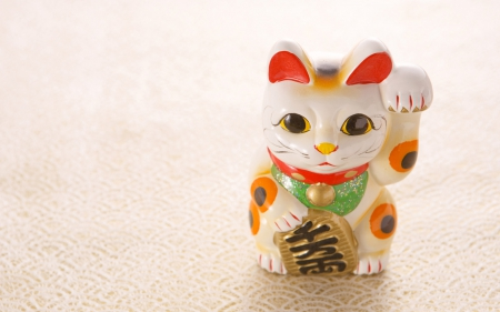 Beckoning cat for luck in feng shui photography - Feng shui wallpaper ...