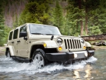 JEEP WRANGLER PASSING THROUGH THE RIVER