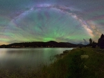 An Airglow Fan from Lake to Sky