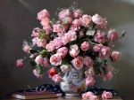 Wonderful pink roses in vase