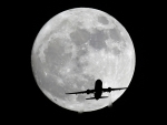 American Airlines 'plane passes in front of the moon 13 November, 2016