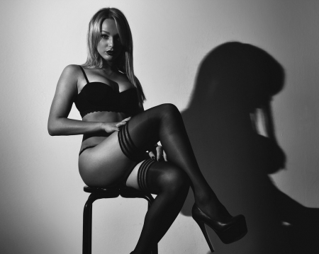 Glamour Photography - Black and White Photos, Black and White Images, Glamour Photography, Black and White Pictures