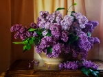 Basket with lilac