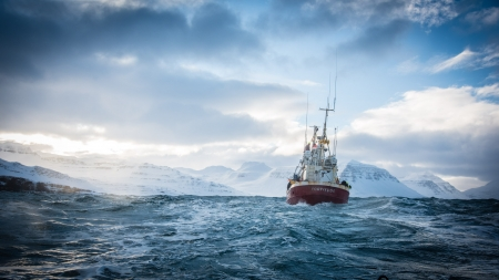 FORTITUDE - boat, great, mystery, drama, Fortitude, Norway, series, thriller, original, icy water