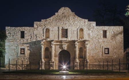 The Alamo in Night Lights - Missions, Haunted, Architecture, Historic, Old Buildings