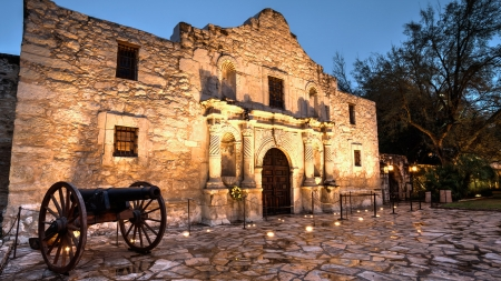View of the Historic Alamo - Missions, Historic Buildings, Landmarks, Architecture