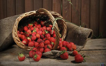 strawberries - strawberry basket, fruit, wood, beautiful, brown, red, nature, delicious