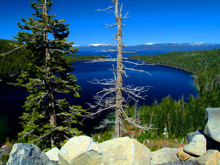 The Emerald Bay From the Lake Tahoe, Sierra Nevada - scenery, amazing, blue, rocks, gray, seasons, creeks, water, nice, peaks, awesome, tahoe, green, mounts, trees, leaf, sierra nevada, scenario, paysage, wallpaper, desktop, fullscreen, winter, jewels, frozen, cenario, cool, beautiful, emerald, forests, ice, lakes, landscape, cold, snow, photoshop, white, nevada, photo, bay, mountains, stones, waterscape, scene, rivers, cena, lagoons, paisage, coast, sierra, sand, icy, panorama, branches, leaves, islands, photography, plants, trunks, pines, nature, natural, lake tahoe, background