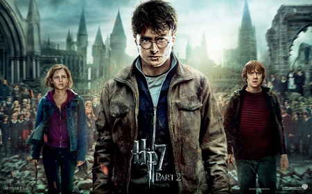 Harry Potter and the Deathly Hallows - daniel radcliffe, people, celebrity, rupert grint, emma watson, movies, harry potter and the deathly hallows, actors, harry potter, hermione granger, actresses, entertainment, ron weasley