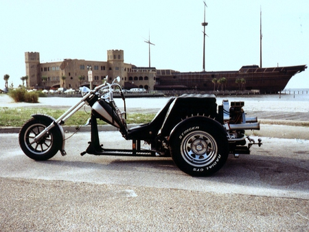 The Outlaw Lowrider - trike, motorcycles, lowrider, harley