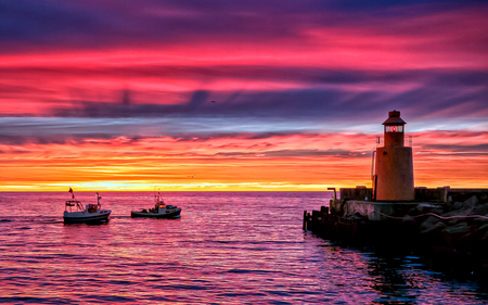 Lighthouse - splendor, beautiful, pink, view, beauty, architecture, lighthouse, days end, sailboats, sunset, boats, sunrise, lighthouses, skies, colorful, sky, colors, lovely, sailboat, light, clouds, sailing, pink sky, nature, sea, peaceful, ocean, fishermen