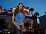 Jordan-Carver-at-Hooters-Restaurant